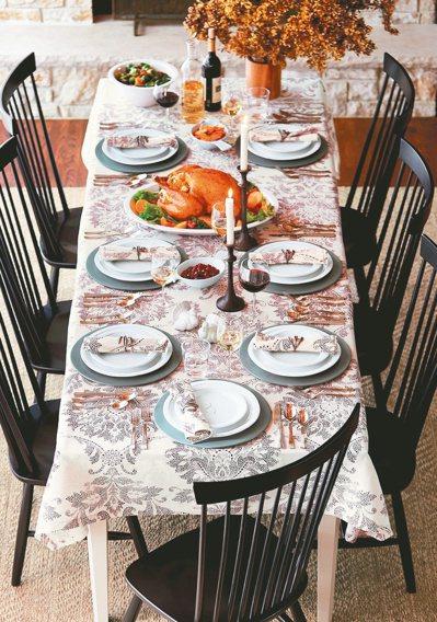 新春布置一級戰區:餐桌!家人圍爐的餐廳與餐桌,是春節居家布置的一級戰區。 Cra...
