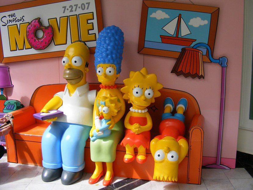 美國經典家庭必備三大元素:沙發、遙控器、電視機(只差爆米花!) photo cr...