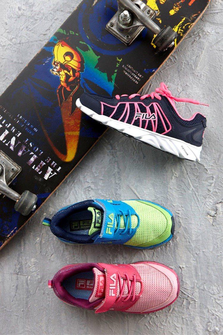 走春添好運,FILA指定鞋款驚喜價890元。 圖/百事特提供