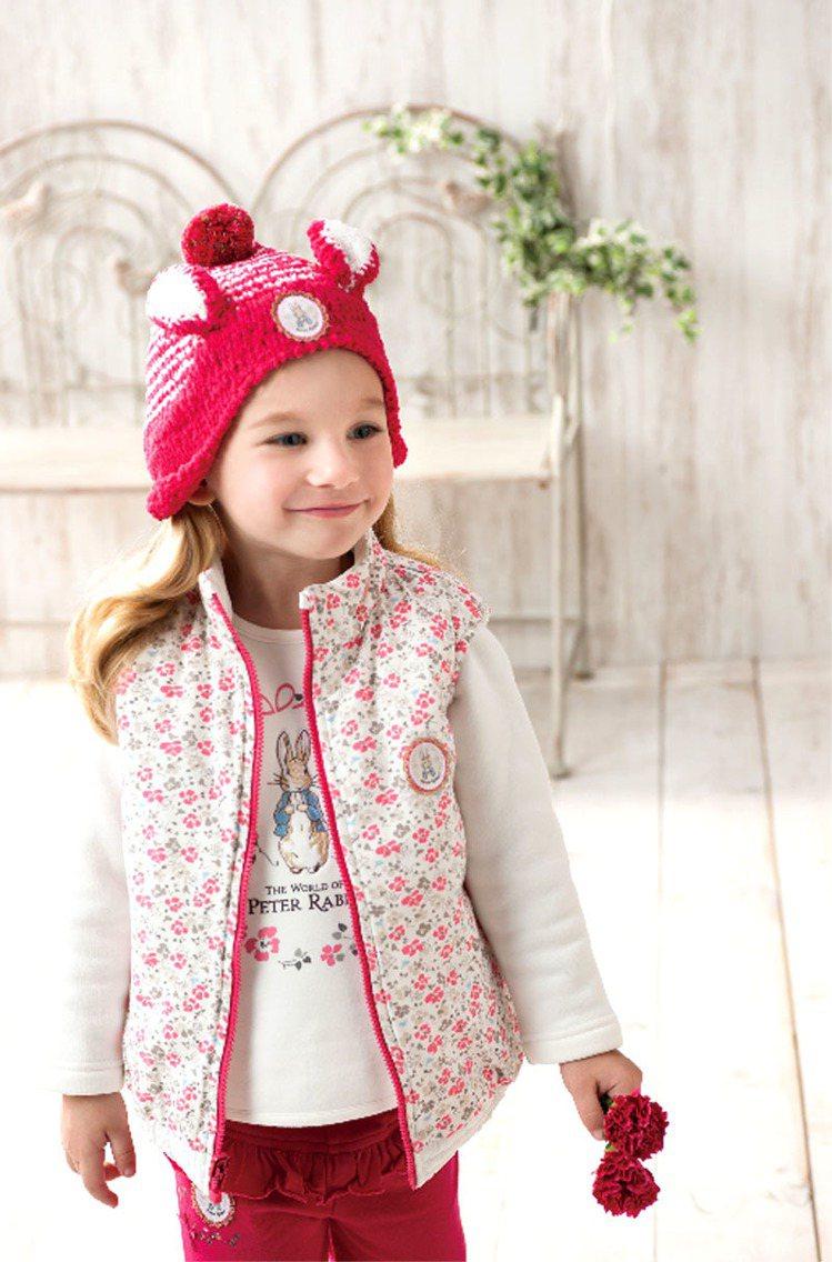 以紅、粉、桃色系為主,可襯托出女孩們的好氣色及彰顯過年的喜氣氛圍。圖/奇哥提供
