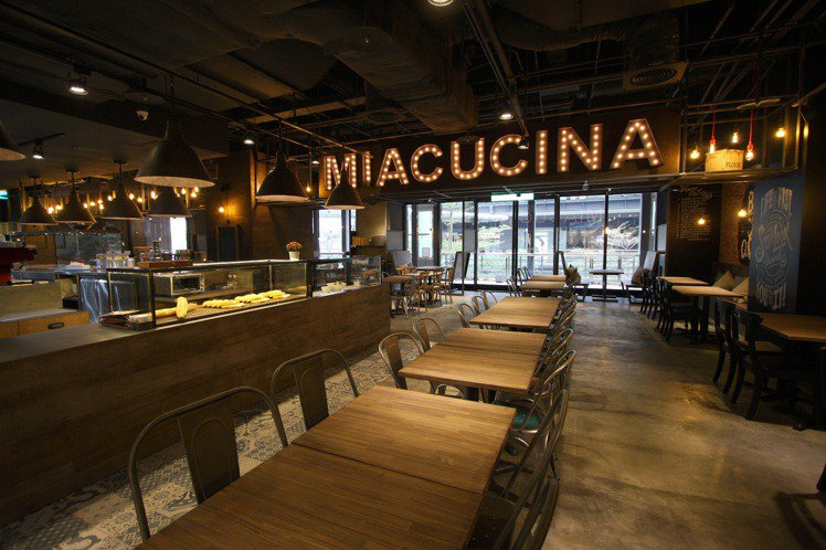 Miacucina用餐環境相當舒適,空間設計有許多巧思。圖╱新光三越提供