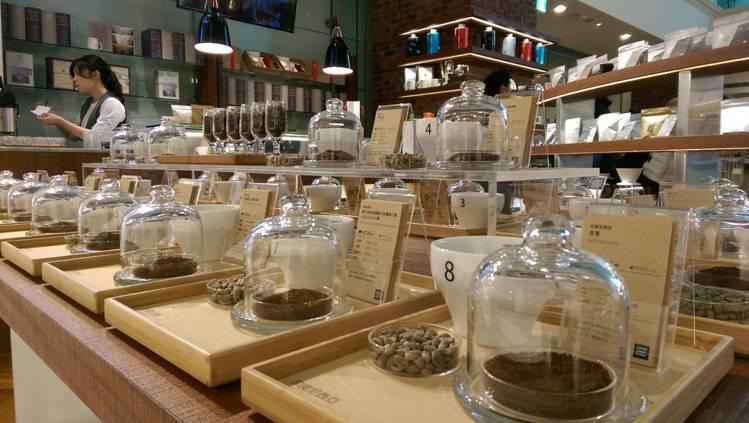 COFFEE LOVERs PLANET有22種咖啡豆可選。記者江佩君╱攝影