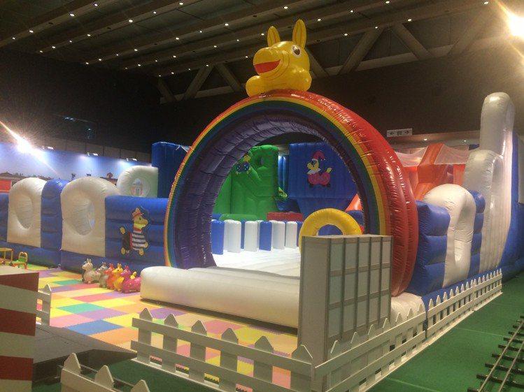 RODY奇幻之旅的大型氣墊讓小朋友盡情玩樂。圖╱新光三越提供