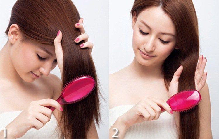 Step 1.先梳理較容易忽略、打結的頭髮內層。Step2.接著是頭髮...