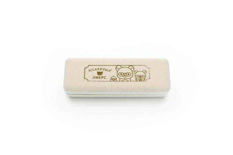 JINS的濾藍光系列聯名款都有特製的眼鏡盒。圖/JINS提供