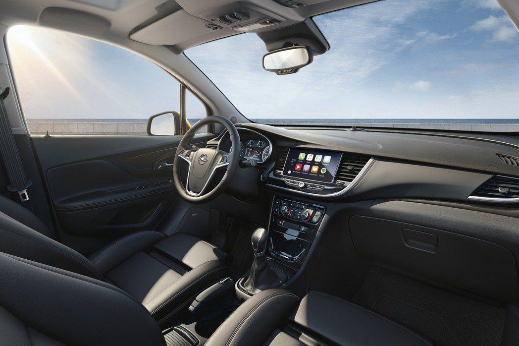 內裝換上了全新格局,而中控台上根據車型等級不同,分別提供7吋或8吋多媒體顯示幕。 摘自Opel.com