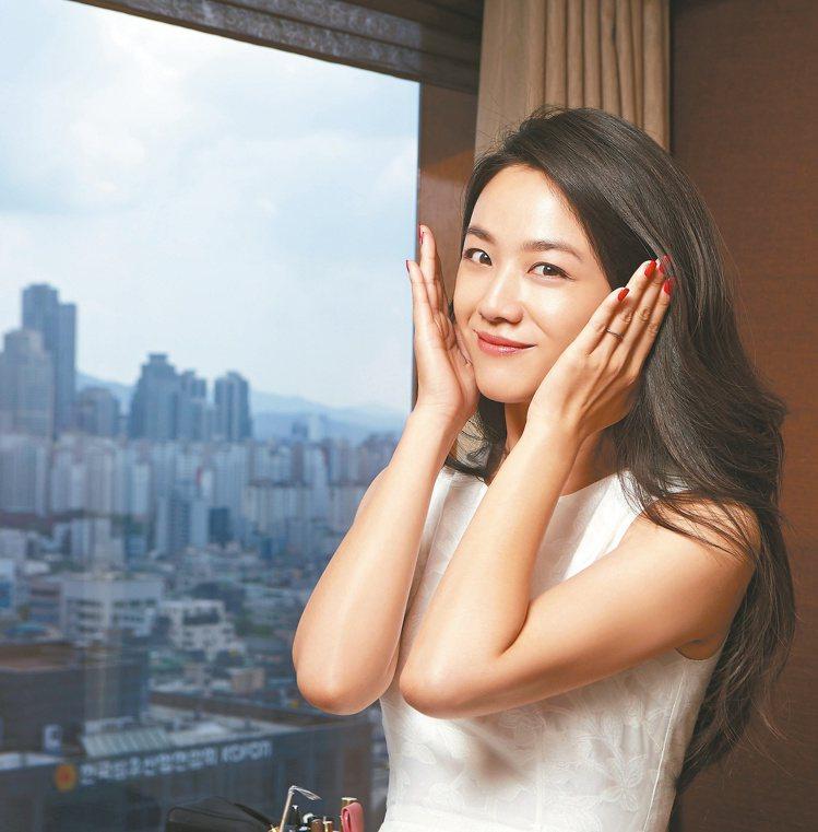 韓國媳婦湯唯,冬天到寒冷的地方會以青春修護精萃油按摩。 圖/各業者提供