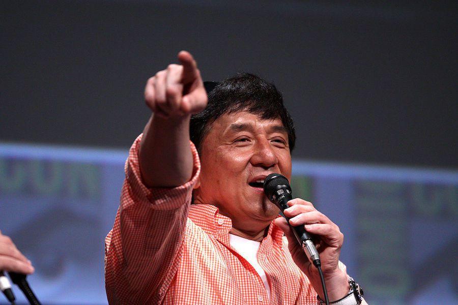 成龍在車隊中的角色為創辦人與工作人員,不會下場參加比賽。  摘自autoevolution.com