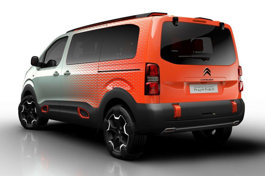 SpaceTourer Hyphen概念車的動力採用BlueHDi柴油引擎,搭配六速手排變速系統與四輪傳動裝置。 摘自Citroen.com