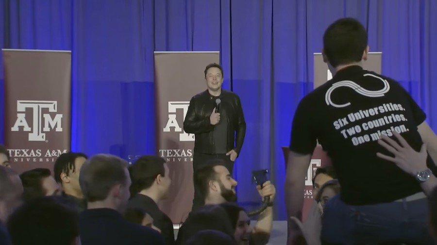 Elon Musk在Texas A&M大學出席一場活動時,透露其研發垂直起降電能...