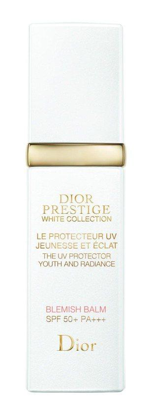 迪奧精萃再生花蜜淨白光燦BB霜,售價3,900元。圖/迪奧提供