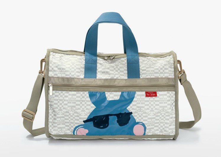LeSportsac逗趣塗鴉小兔旅行袋(中),售價6,550元。圖/LeSpor...