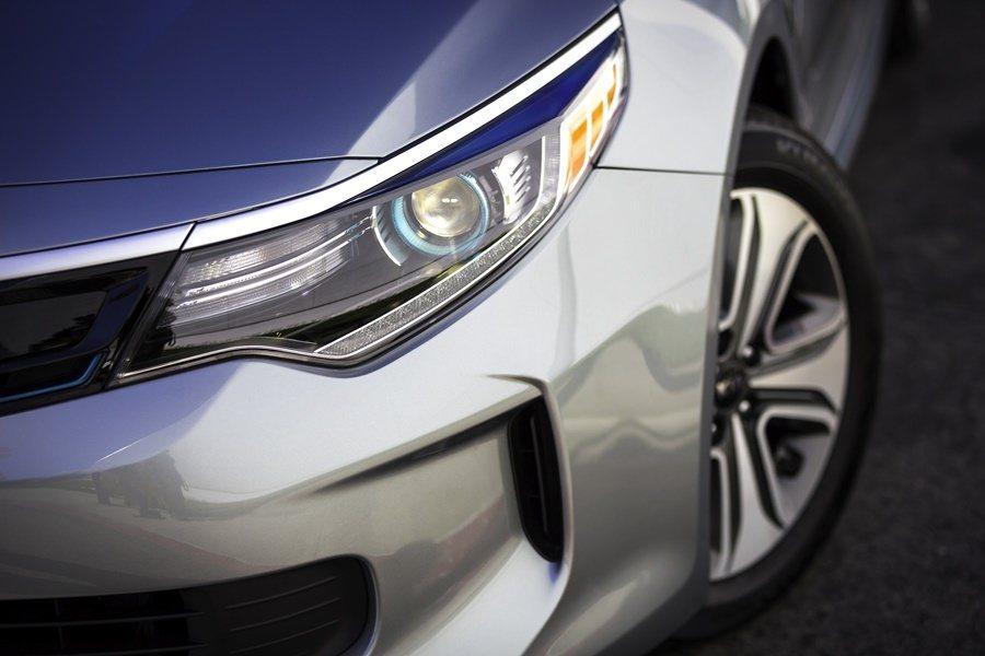 Optima PHEV車頭配備LED燈組。 圖/KIA提供