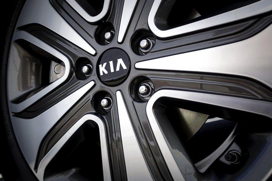 輪圈也採取低風阻設計,使全車整體風阻得以大幅下降。