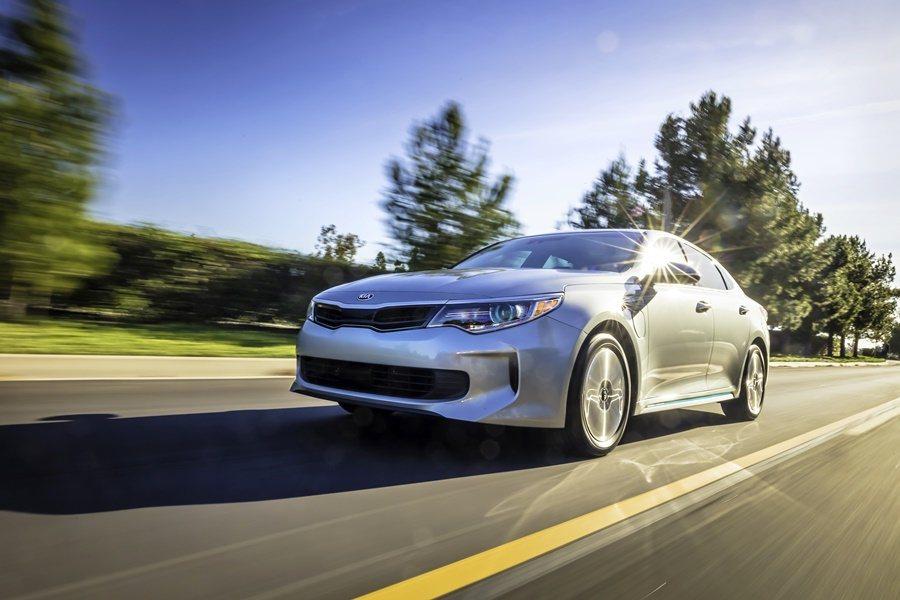 車廠宣稱它的風阻係數,和市場勁敵Tesla Model S的Cd值0.24相近。而車頭燈也採LED燈組。