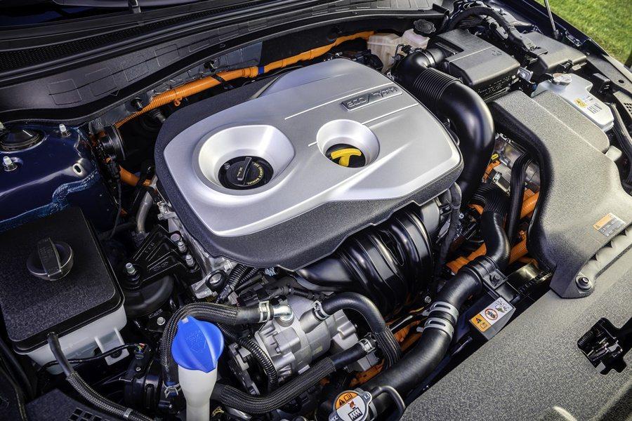 Optima PHEV配備四缸的「Nu」2.0升缸內直噴GDI汽油引擎,搭配6速自排變速箱,最大馬力154匹,另有整合在變速箱上的50kW電動馬達。