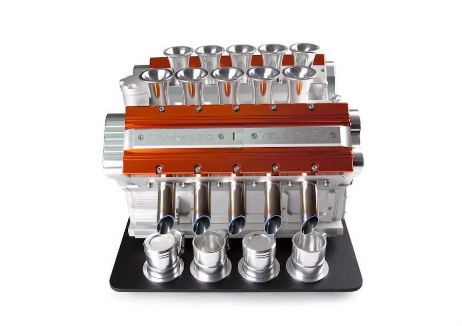 咖啡機的外殼材質與汽門蓋顏色都可選擇。 摘自carscoops.com