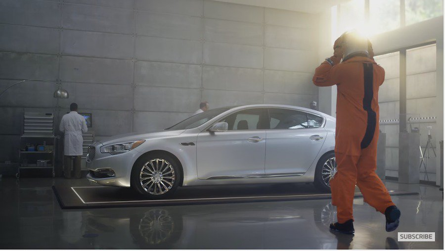 KIA代言請來小皇帝LeBron James來代言其旗艦產品K900。 截自KIA Motor America影片