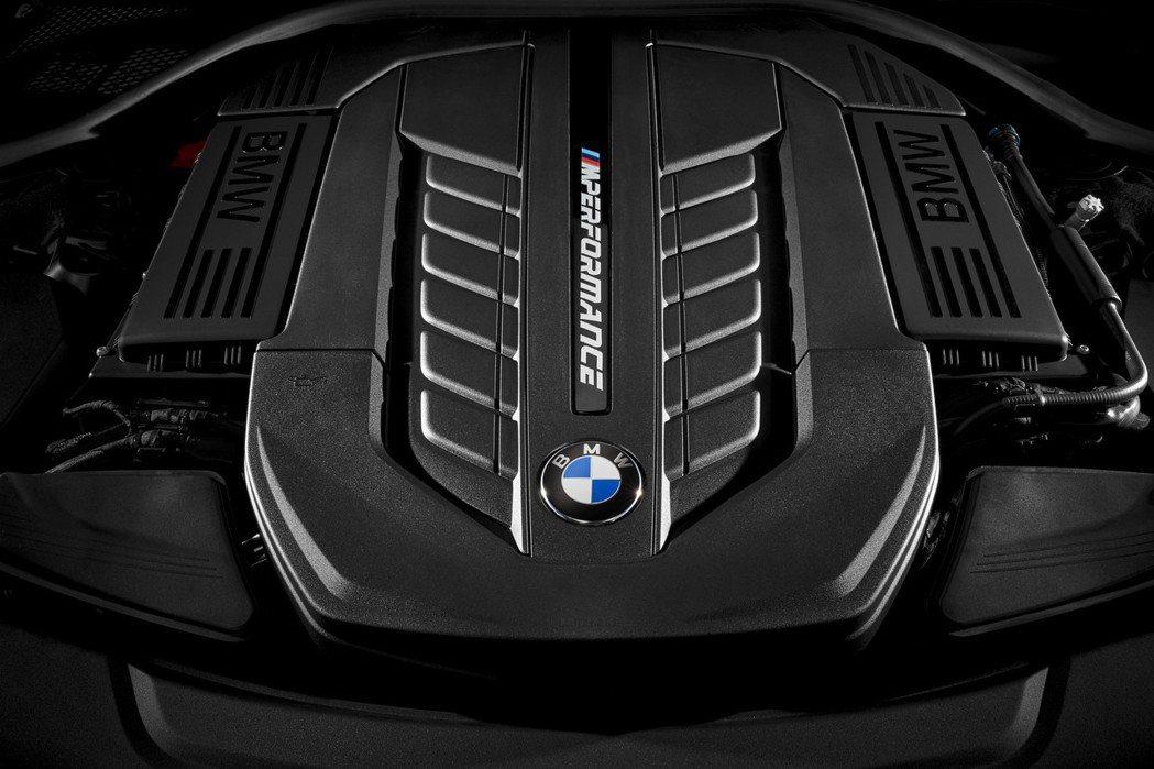 M760Li xDrive搭載一具6.6升V12雙渦輪增壓汽油引擎,可爆發640...