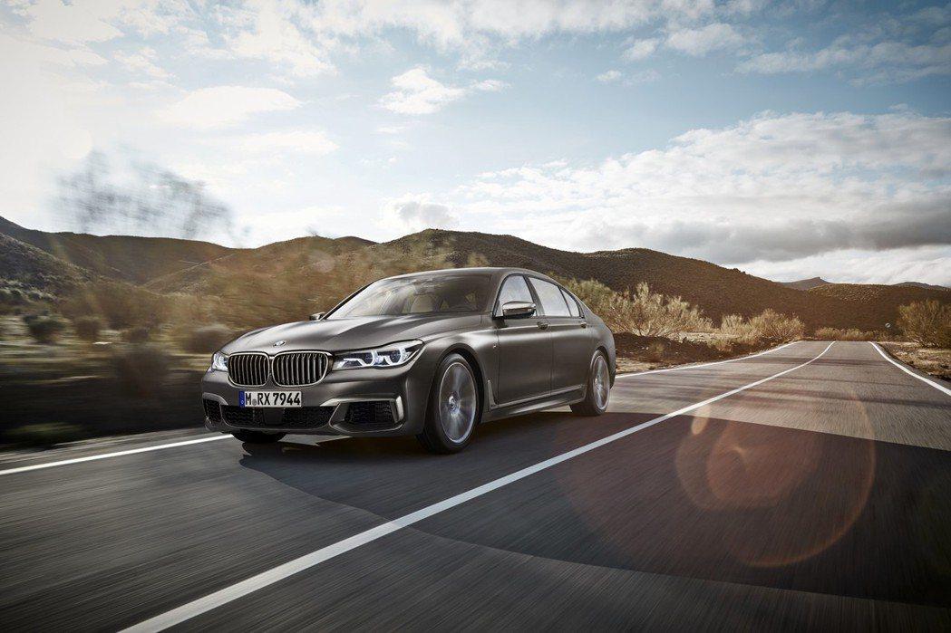 BMW公布760i xDrive的神秘面紗,並掛上象徵性能的M Performa...