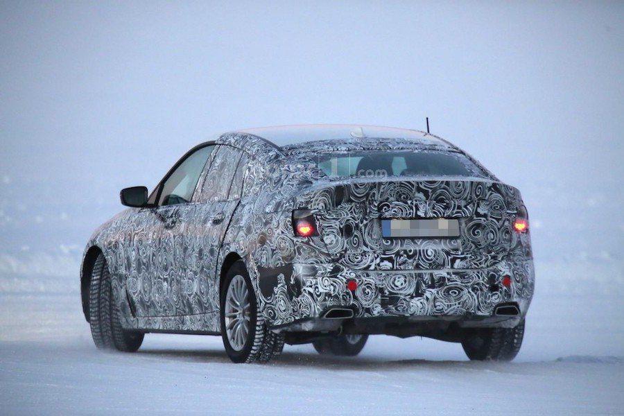 新一代5GT的頭尾燈等細部造型仍然被隱藏中等待公佈。 摘自motor1.com