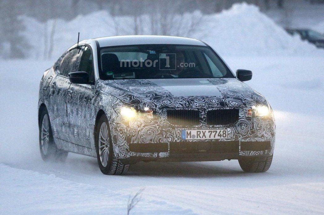 新一代BMW 5GT測試車在近日被捕獲。 摘自motor1.com