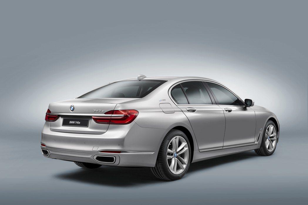 BMW推出740e Plug-in Hybrid車型,意圖拓展其Hybrid市場的影響力。 摘自BMW.com