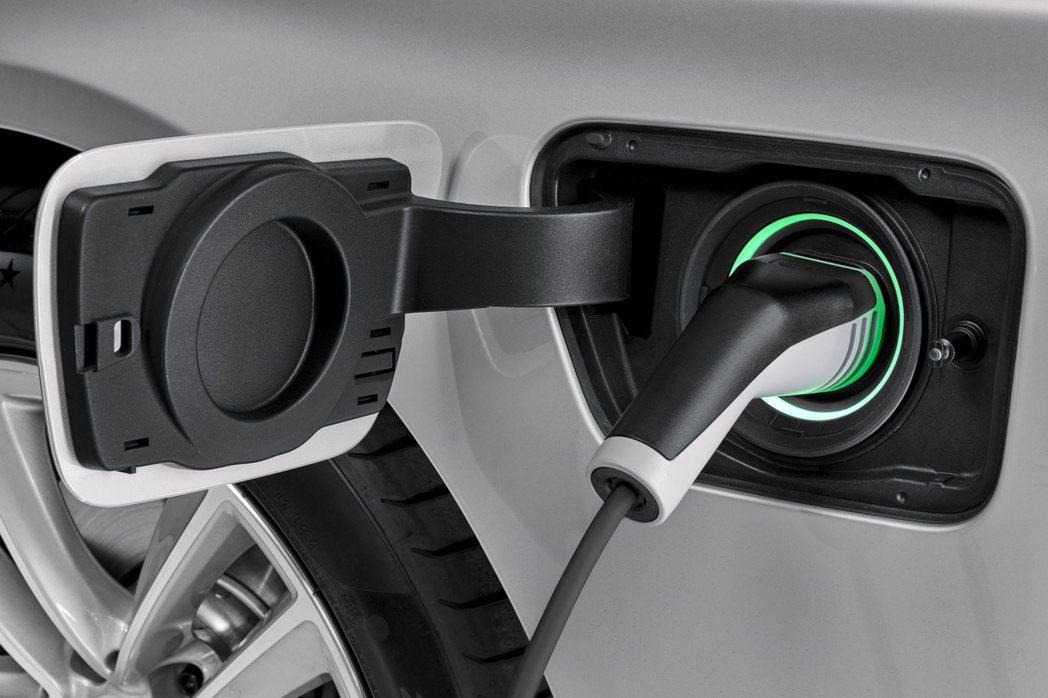 BMW針對iPerformance車主提供一系列專屬的服務,包含住家充電設備等。 摘自BMW.com