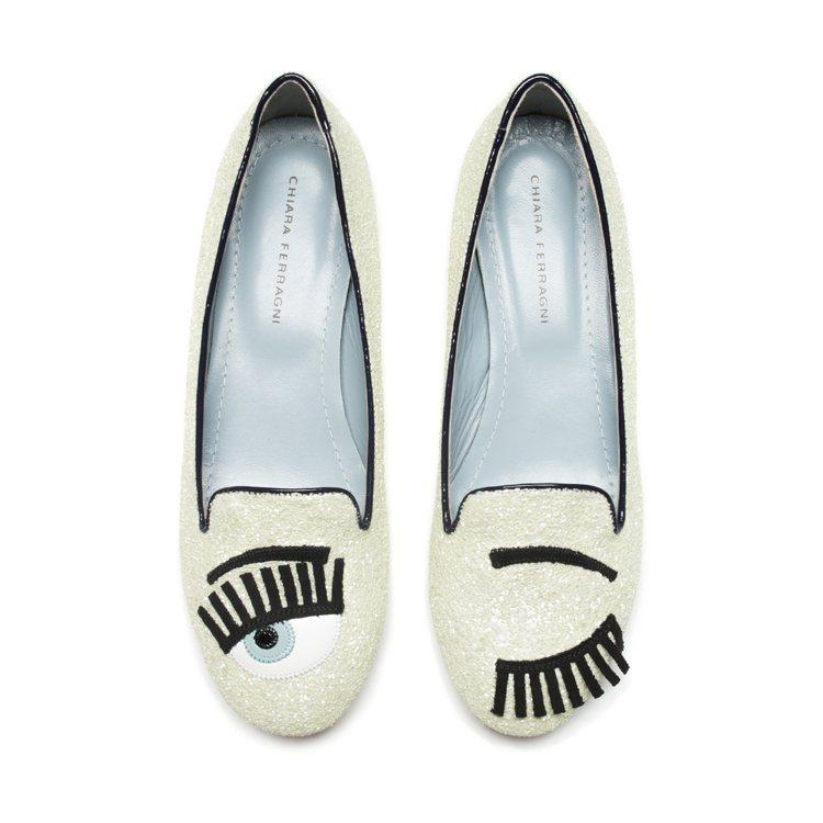 Flirting系列 鵝黃色亮片滾黑邊樂福鞋 $10,200。圖/Chiara ...