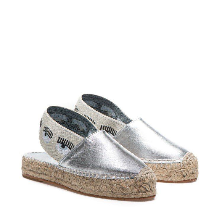 Mila系列 銀色鬆緊帶草編拖鞋。圖/Chiara Ferragni提供
