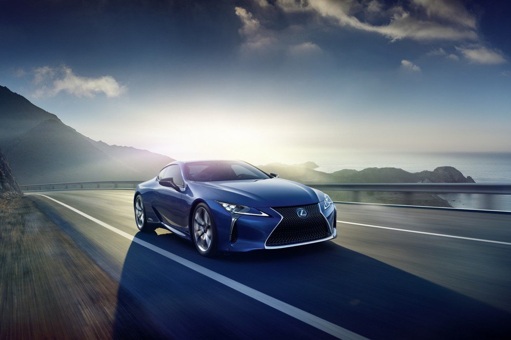 Lexus正式推出搭載油電混合動力的LC 500h,滿足各式消費者胃口。 摘自Lexus.com