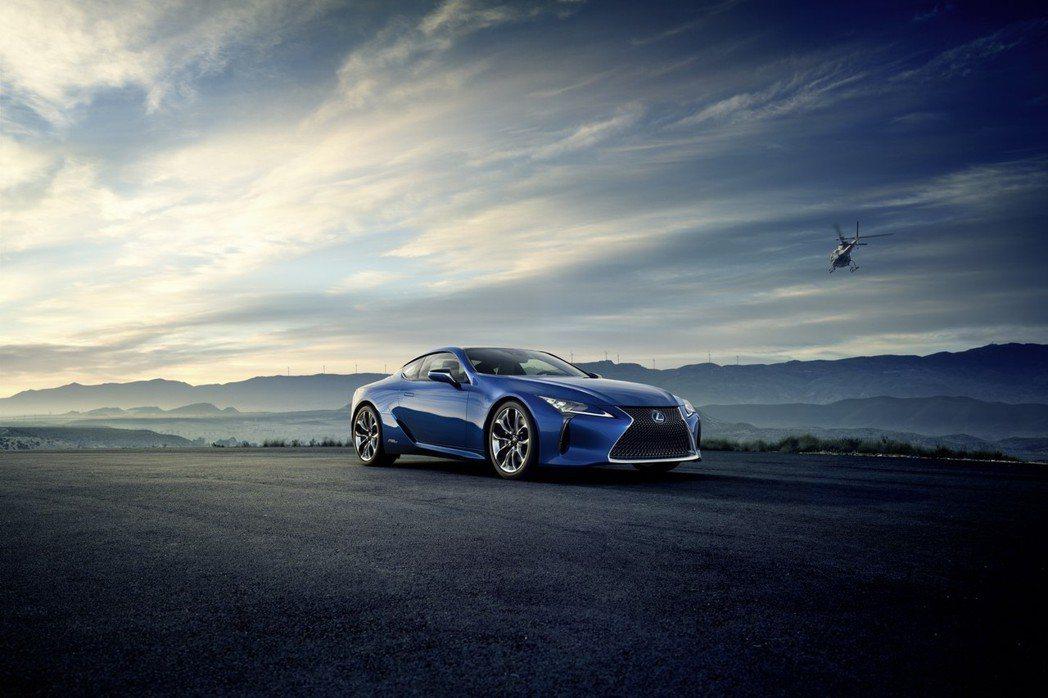 全新LC 500h將採用3.5升V6自然進氣汽油引擎搭配電動馬達,最大綜效馬力可望突破470hp。 摘自Lexus.com