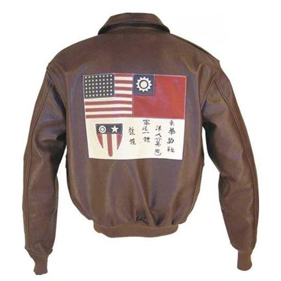 來華作戰的美國空軍「飛虎隊」夾克上,有中美兩個國旗和國徽。圖/擷自網路