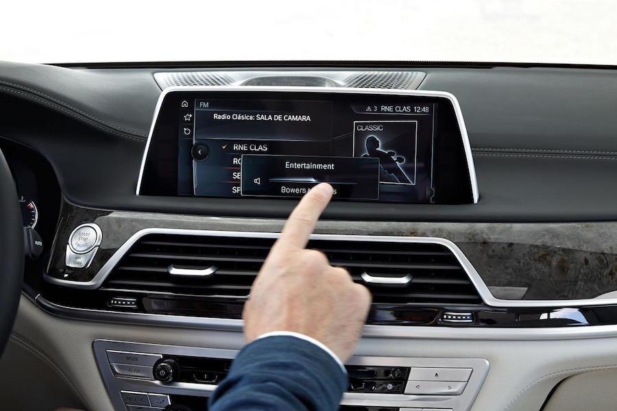 BMW新7系列配備的觸控多媒體系統將有可能配備在下一代的BMW X5/X6車系上。 摘自worldcarfans.com