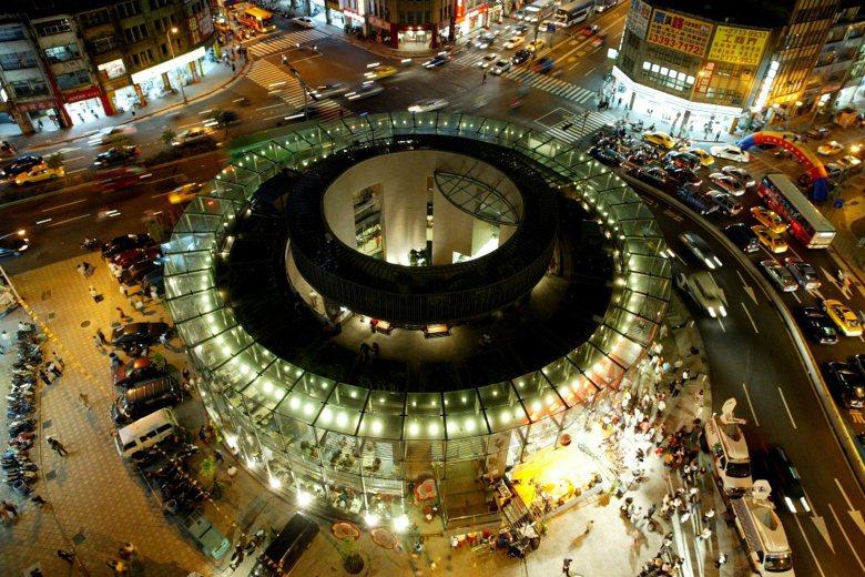 建成圓環,真正意義的死亡,是馬英九市長任內與建築師李祖原的攜手執刑。 圖/聯合報系資料照片