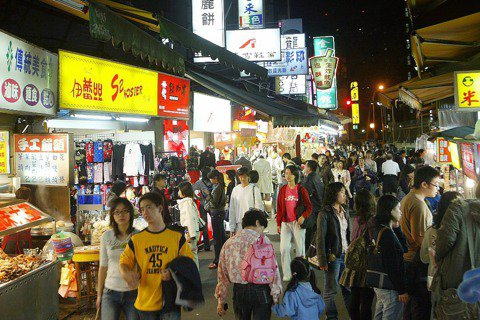 從魚蛋革命到台灣的攤販夜市——民主有機性的縮影