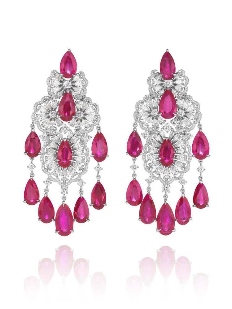 蕭邦紅毯系列18K白金耳環,鑲嵌總重47克拉梨型切割紅寶石、總重7克拉梨形切割鑽...