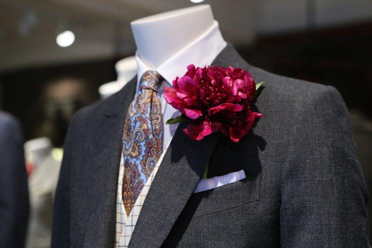 強調精緻細節處理表現男士穿搭趣味並營造來自上層社會名流的格調。圖/dunhill...