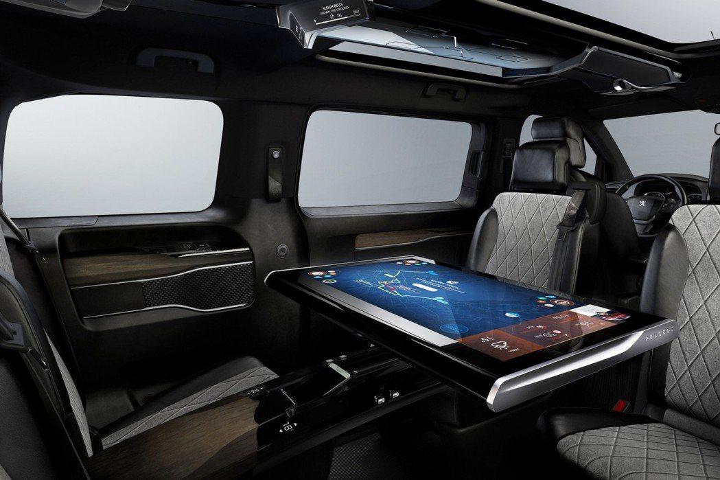 原廠也特別找來Samsung合作打造32吋大型觸控螢幕,而中央鞍坐上則有四區獨立...