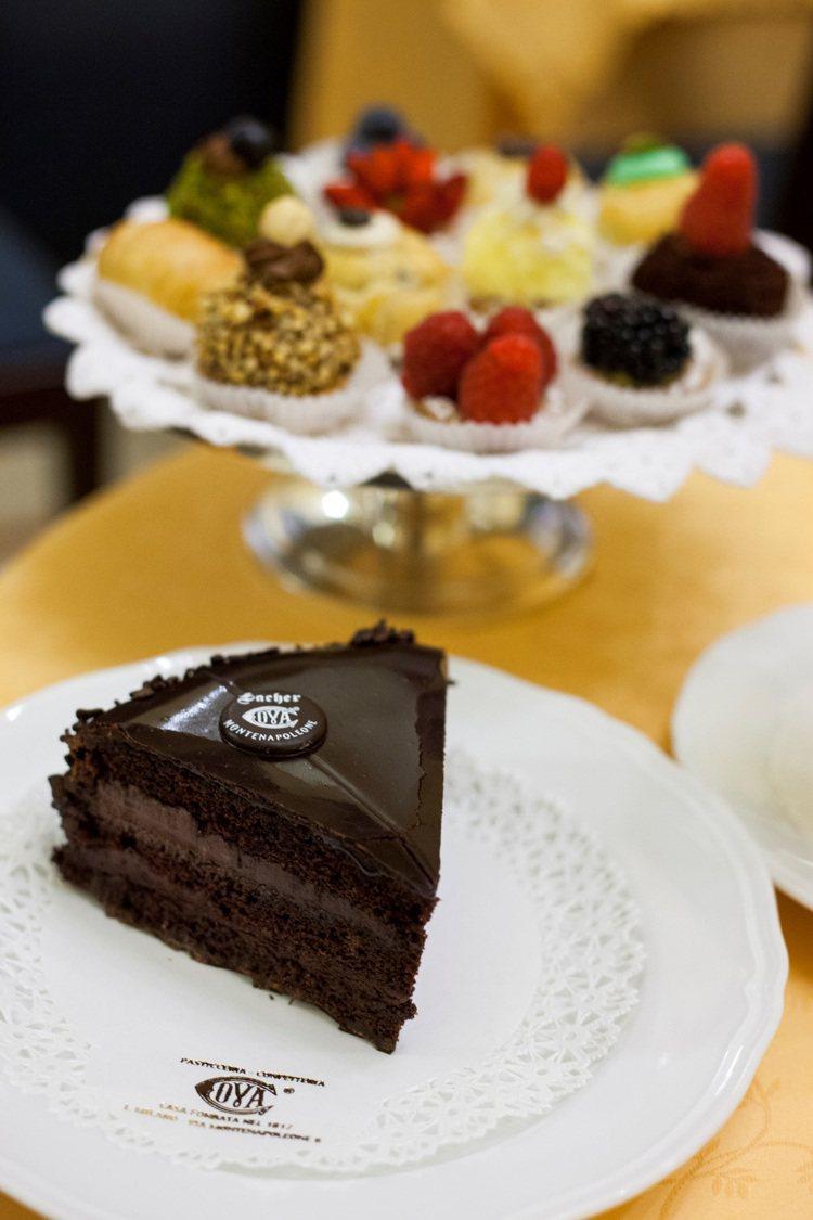 選用南美洲最優質的巧克力豆製成的沙夏(Sacher Torte)是品牌歷史最悠久...