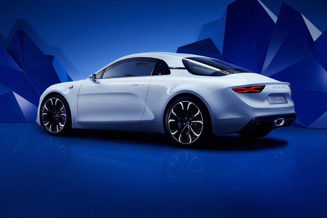 Alpine Vision概念車以Coupe身形搭配動感腰線設計,加上獨特雙五輻式鋁圈增添運動風格。 摘自Reuault.com