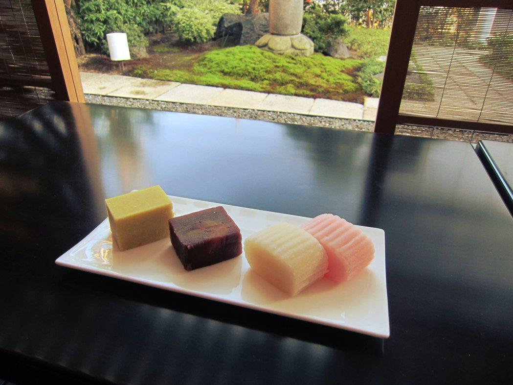 從左到右分別是是:芋羊羹、栗蒸羊羹、和另一種日本餅菓子「素麻」。 圖/伊勢丹百貨...