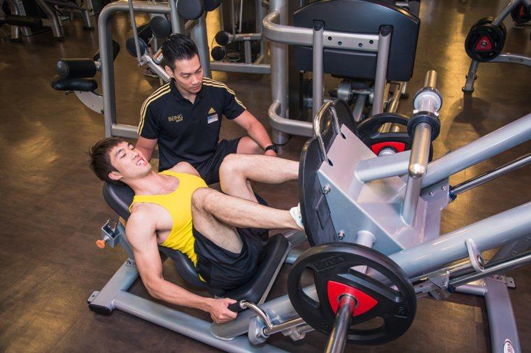 消費者年後開始進行甩油運動計畫,但若求速成超過身體負荷會形成傷害。 圖/統一健身...