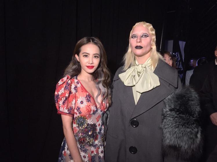 蔡依林近日飛到紐約參加時裝周,力挺壓軸大秀 Marc Jacobs。她穿上大師2...
