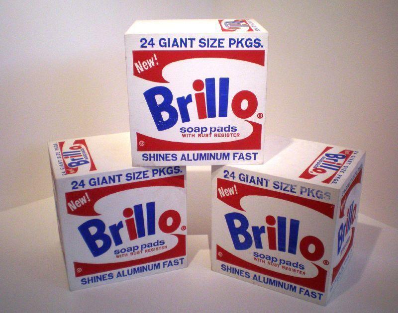 1964年,沃荷複製的紙箱雕塑開始在博物館展出,之後沃荷的「Brillo Box...
