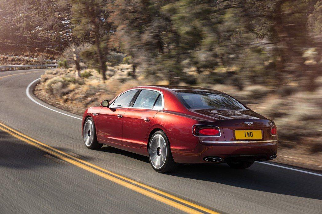 Flying Spur V8 S搭載4.0升雙渦輪增壓汽油引擎,可爆發521hp/69.3kgm的最大動力。 摘自Bentley.com
