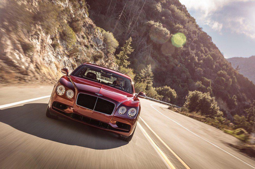 為了滿足多金熱血玩家的需求,Bentley也針對Flying Spur V8 S的引擎及變速箱進行調校。 摘自Bentley.com