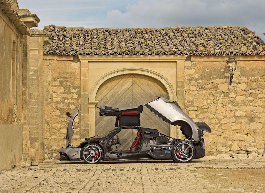 相較於一般版本,Huayra BC版的重點在動力輸出的加強以及車身重量的減輕。 Pagani提供