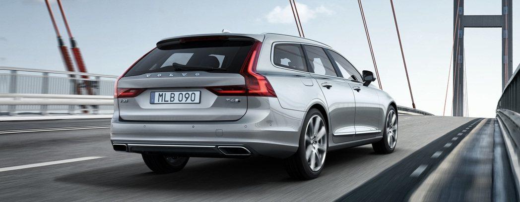 車尾維持Volvo旅行車一貫的直列式尾燈同時,增加了一道橫式尾燈,看起來更具特色。 圖/Volvo提供
