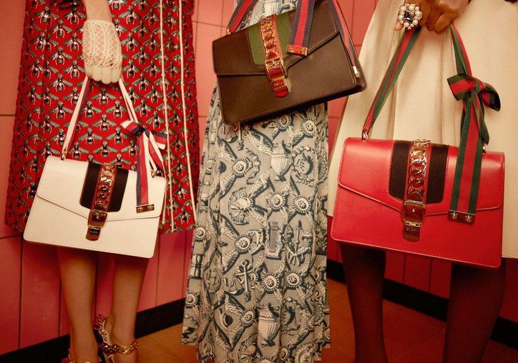 GUCCI Sylvie包款以品牌著名的織帶做為設計主軸。圖/GUCCI提供